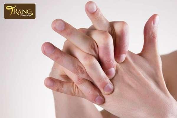 Tại sao tắm trắng bị đau đầu ngón tay