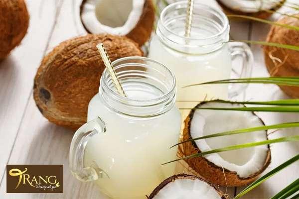 Uống nước dừa khi đói có tác dụng gì