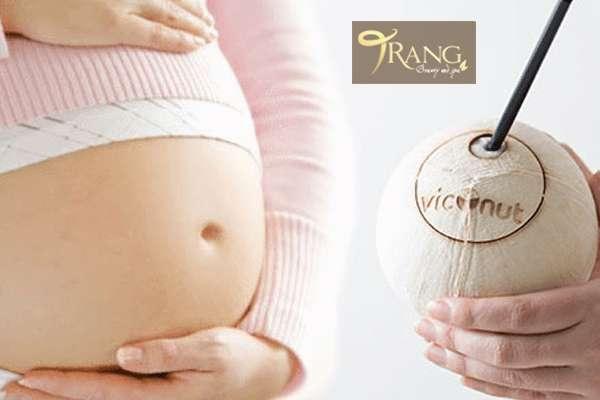 Phụ nữ mang thai uống nước dừa như thế nào