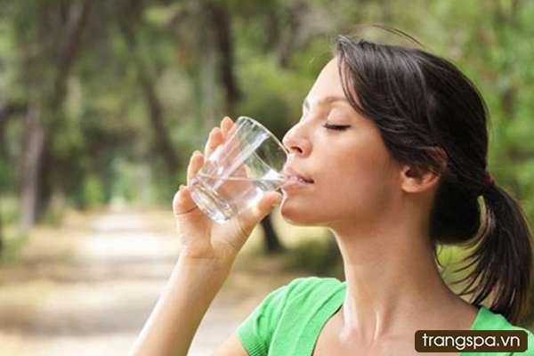 Uống nước như thế nào là tốt cho da