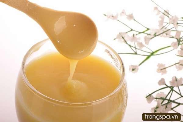 Uống sữa ong chúa tươi mỗi ngày có tốt không